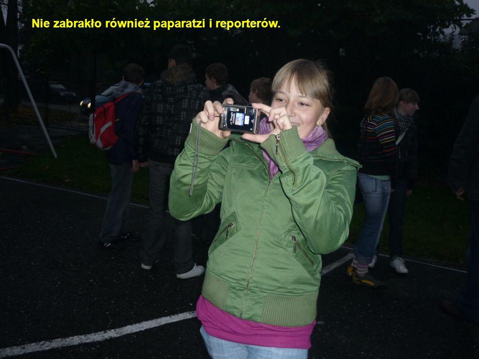 Nie zabrakło również paparatzi i reporterów.