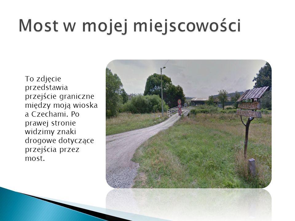 To zdjęcie przedstawia przejście graniczne między moją wioska a Czechami. Po prawej stronie widzimy znaki drogowe dotyczące przejścia przez most.