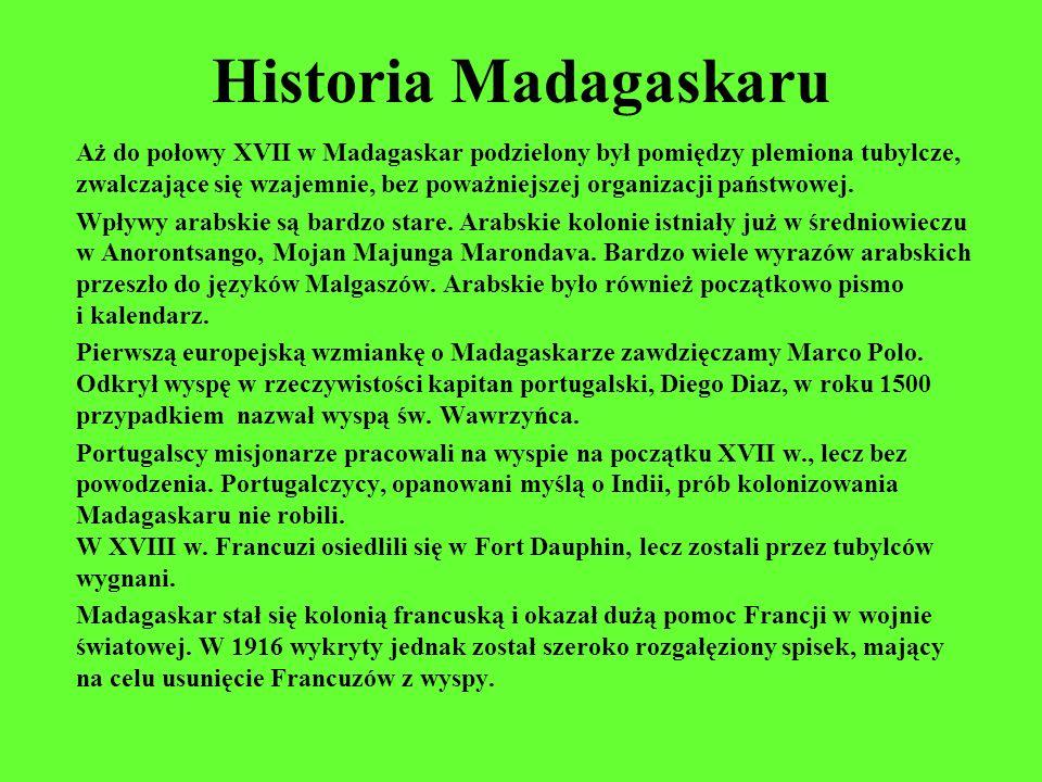 Historia Madagaskaru Aż do połowy XVII w Madagaskar podzielony był pomiędzy plemiona tubylcze, zwalczające się wzajemnie, bez poważniejszej organizacj