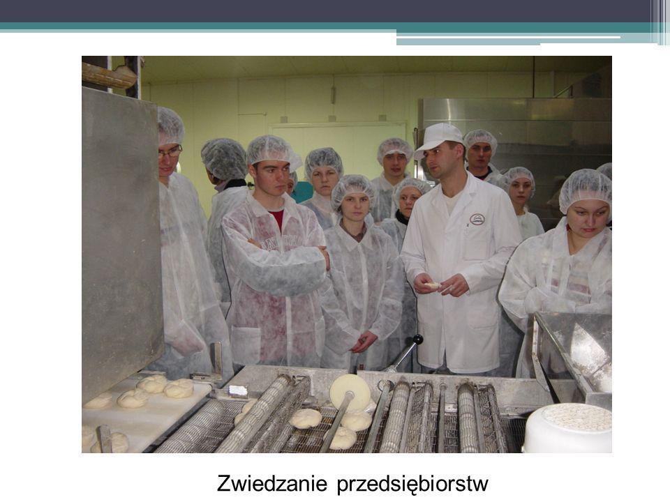 Korzyści osobiste Uczestników specjalizacji kontakty z przedsiębiorcami regionu prace licencjackie na podstawie badań w przedsiębiorstwach mocny punkt w cv wsparcie przy staraniu się o wyjazd w ramach programów Most i Erasmus wsparcie przy uzyskaniu praktyk wsparcie przy wyborze i dostaniu się na studiach II stopnia