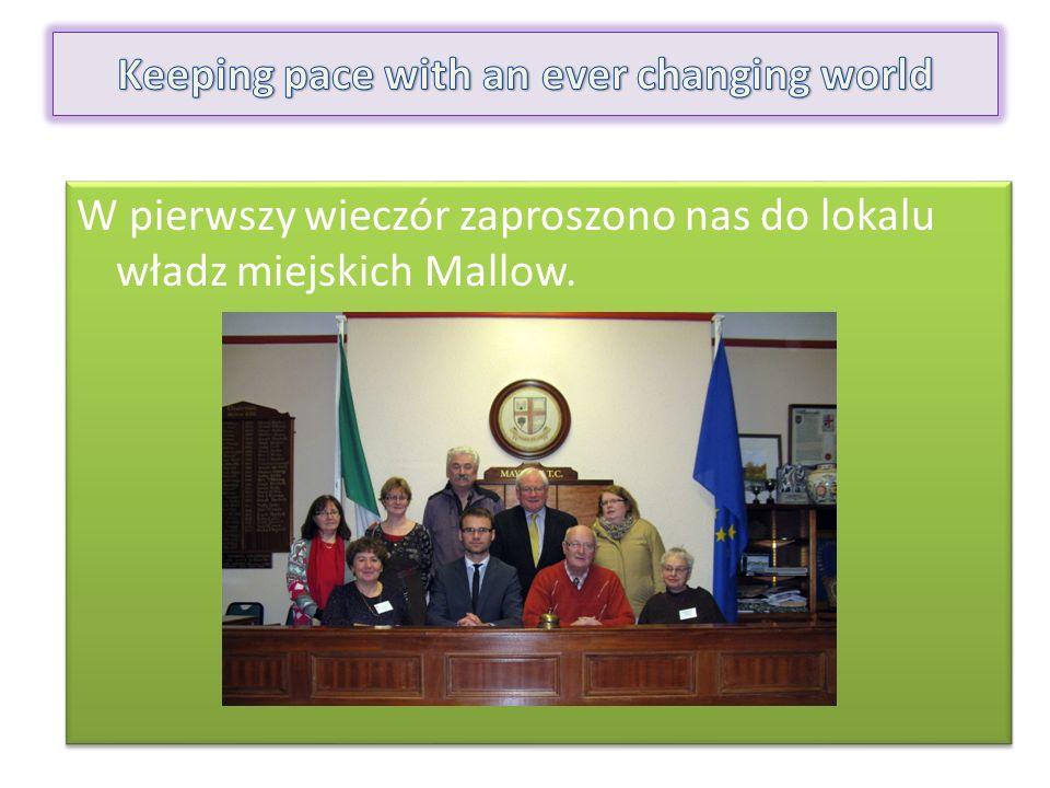 W pierwszy wieczór zaproszono nas do lokalu władz miejskich Mallow.