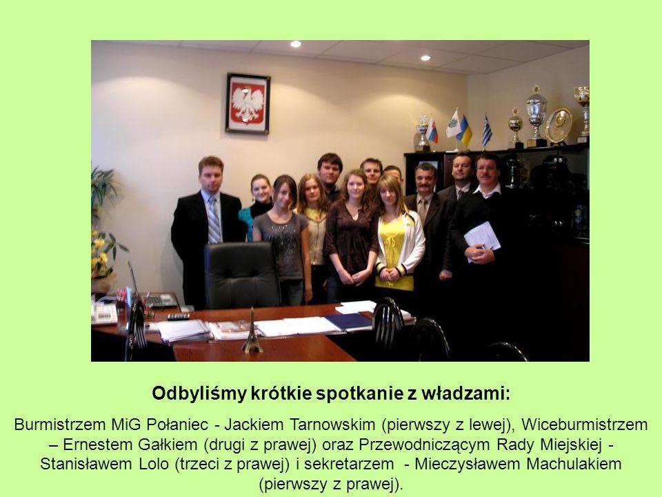 Odbyliśmy krótkie spotkanie z władzami: Burmistrzem MiG Połaniec - Jackiem Tarnowskim (pierwszy z lewej), Wiceburmistrzem – Ernestem Gałkiem (drugi z