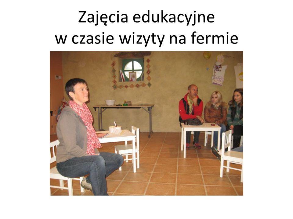 Zajęcia edukacyjne w czasie wizyty na fermie
