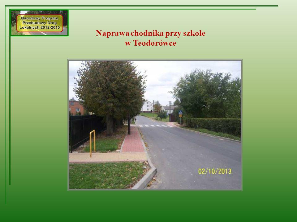 Naprawa chodnika przy szkole w Teodorówce