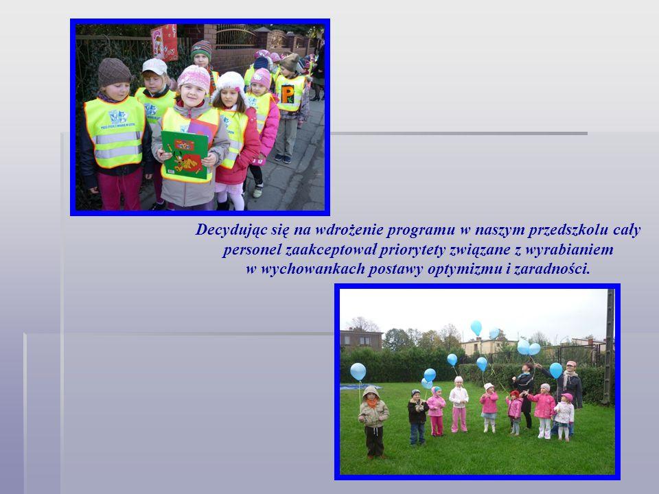 Decydując się na wdrożenie programu w naszym przedszkolu cały personel zaakceptował priorytety związane z wyrabianiem w wychowankach postawy optymizmu