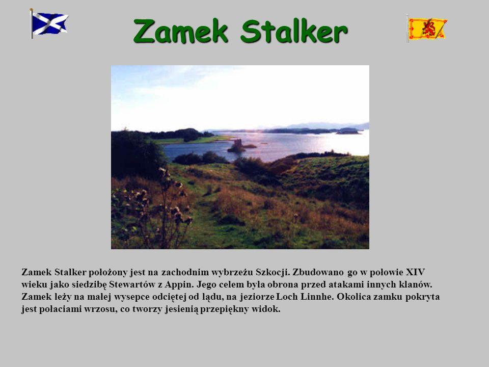 Zamek Stalker Zamek Stalker położony jest na zachodnim wybrzeżu Szkocji. Zbudowano go w połowie XIV wieku jako siedzibę Stewartów z Appin. Jego celem