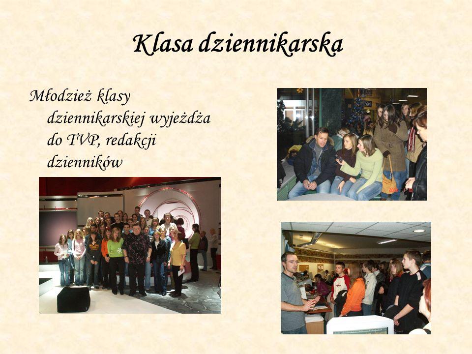 Klasa dziennikarska Młodzież klasy dziennikarskiej wyjeżdża do TVP, redakcji dzienników