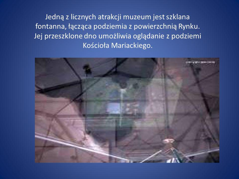 Jedną z licznych atrakcji muzeum jest szklana fontanna, łącząca podziemia z powierzchnią Rynku. Jej przeszklone dno umożliwia oglądanie z podziemi Koś