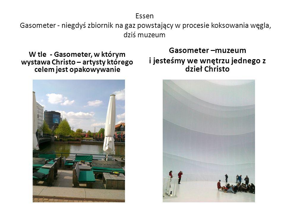 Essen Gasometer - niegdyś zbiornik na gaz powstający w procesie koksowania węgla, dziś muzeum W tle - Gasometer, w którym wystawa Christo – artysty którego celem jest opakowywanie Gasometer –muzeum i jesteśmy we wnętrzu jednego z dzieł Christo