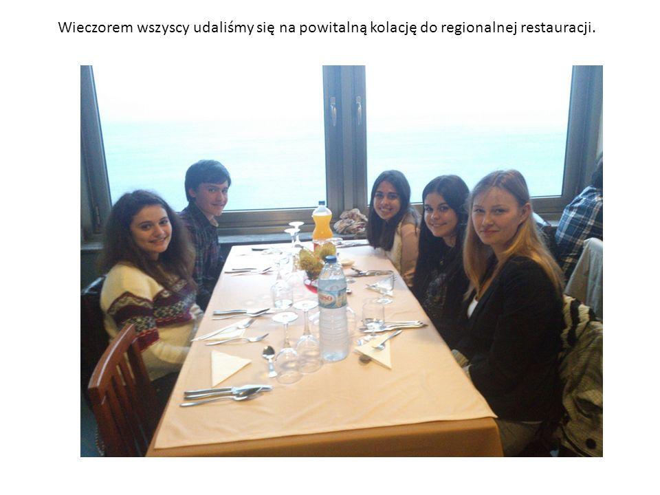 Wieczorem wszyscy udaliśmy się na powitalną kolację do regionalnej restauracji.