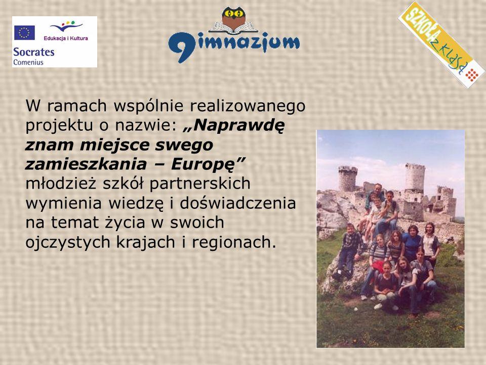 W ramach wspólnie realizowanego projektu o nazwie: Naprawdę znam miejsce swego zamieszkania – Europę młodzież szkół partnerskich wymienia wiedzę i doświadczenia na temat życia w swoich ojczystych krajach i regionach.