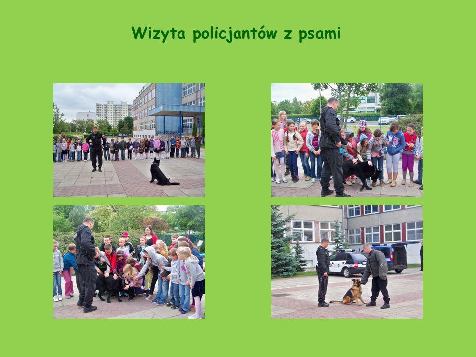 Wizyta policjantów z psami