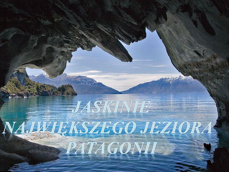 W zależności od pory roku jezioro ma różny poziom wody.