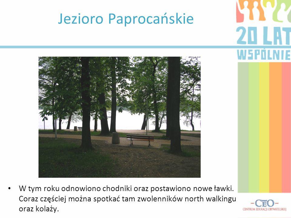 Jezioro Paprocańskie W tym roku odnowiono chodniki oraz postawiono nowe ławki.