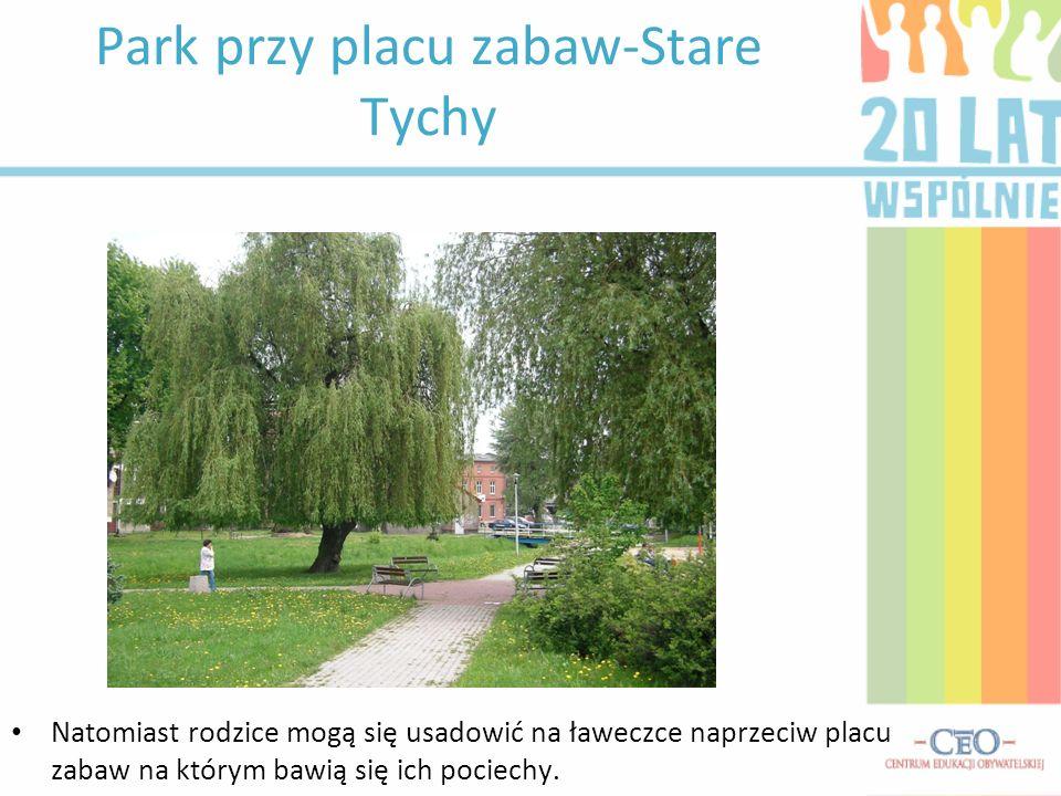 Park przy placu zabaw-Stare Tychy Natomiast rodzice mogą się usadowić na ławeczce naprzeciw placu zabaw na którym bawią się ich pociechy.