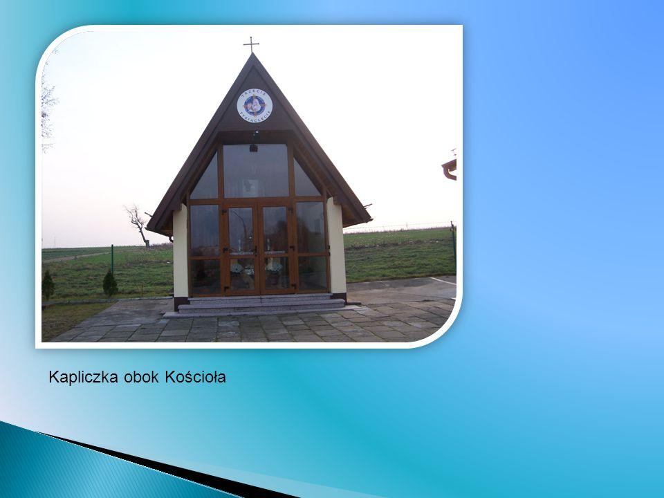 Kapliczka obok Kościoła