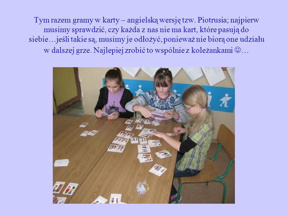 Tym razem gramy w karty – angielską wersję tzw. Piotrusia; najpierw musimy sprawdzić, czy każda z nas nie ma kart, które pasują do siebie…jeśli takie