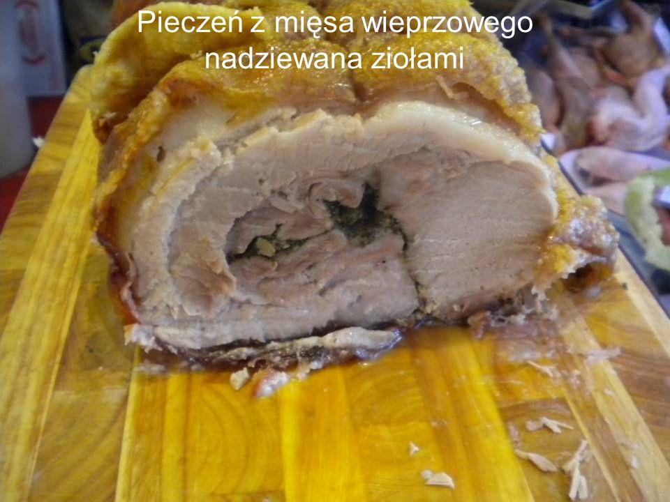 Pieczeń z mięsa wieprzowego nadziewana ziołami