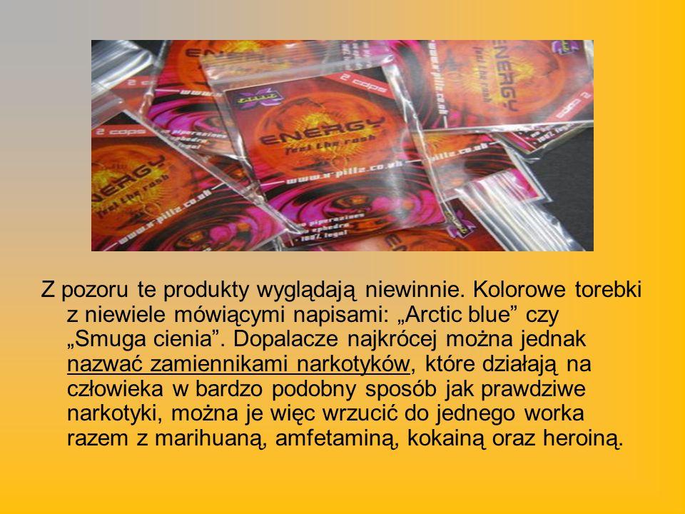Z pozoru te produkty wyglądają niewinnie. Kolorowe torebki z niewiele mówiącymi napisami: Arctic blue czy Smuga cienia. Dopalacze najkrócej można jedn