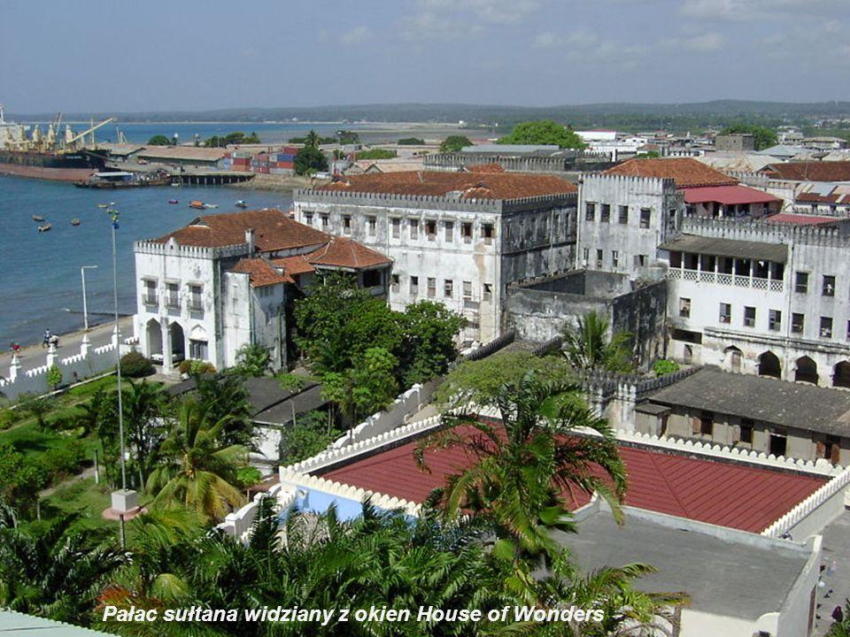 Muzeum, House of Wonders, wnętrza Był pierwszym budynkiem na wyspie z światłem elektrycznym i windą.