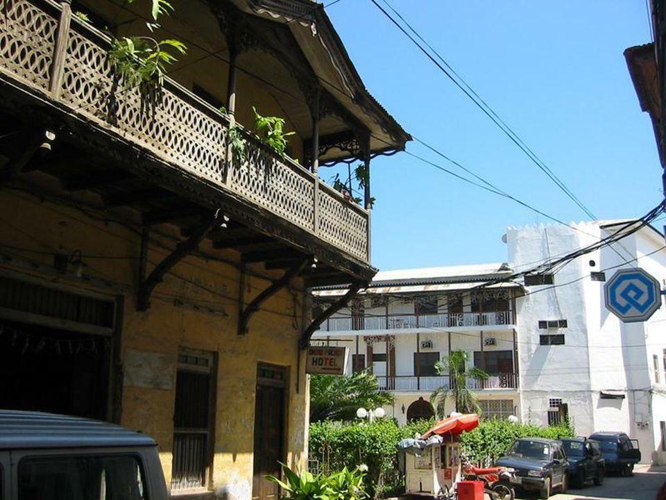 Stone Town (Suahili Mji Mkongwe, Kamienne miasto) stara część miasta Zanzibar Stone Town znajduje się na Liście światowego dziedzictwa UNESCO.
