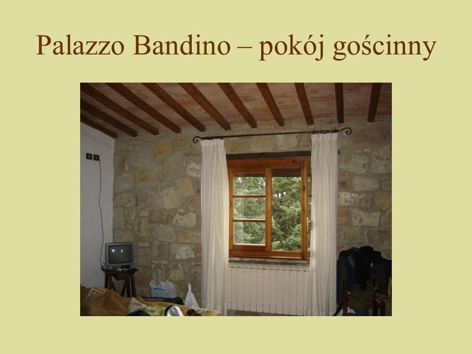 Palazzo Bandino – produkcja wina W zależności od zawartości cukru wina dzieli się na: wytrawne (1 - 3 % cukru); półsłodkie (3 - 7 % cukru); słodkie, deserowe (7 - 12 % cukru); likierowe, deserowe ciężkie (do 15 % cukru).