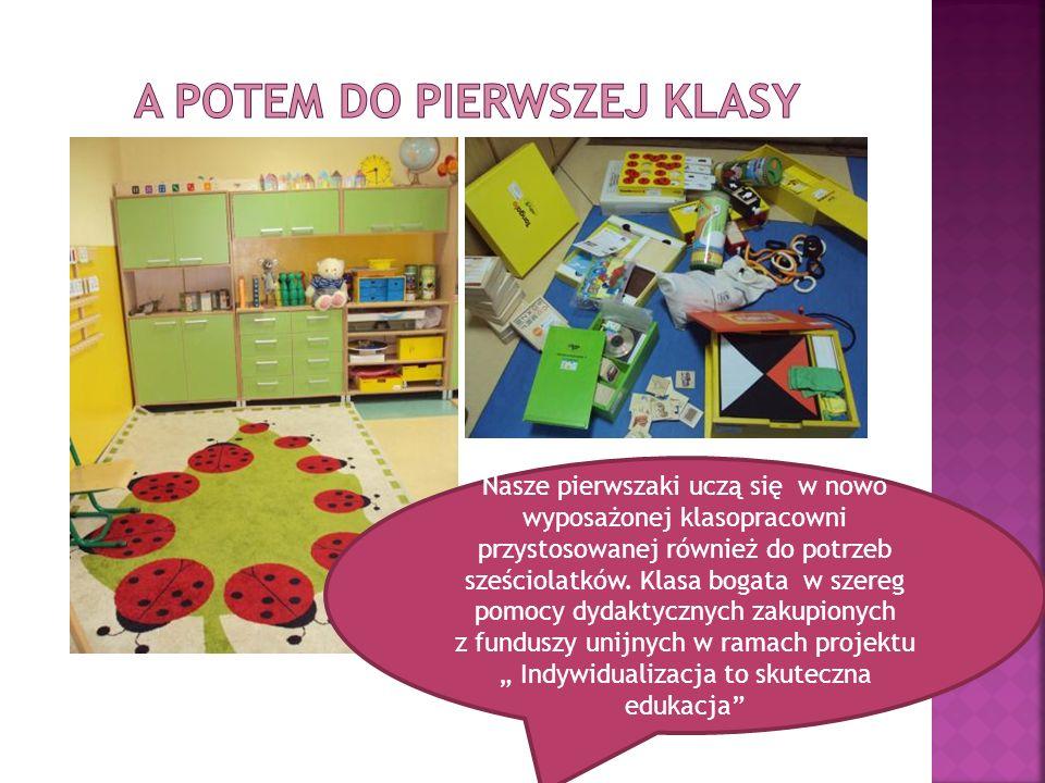 Nasze pierwszaki uczą się w nowo wyposażonej klasopracowni przystosowanej również do potrzeb sześciolatków.