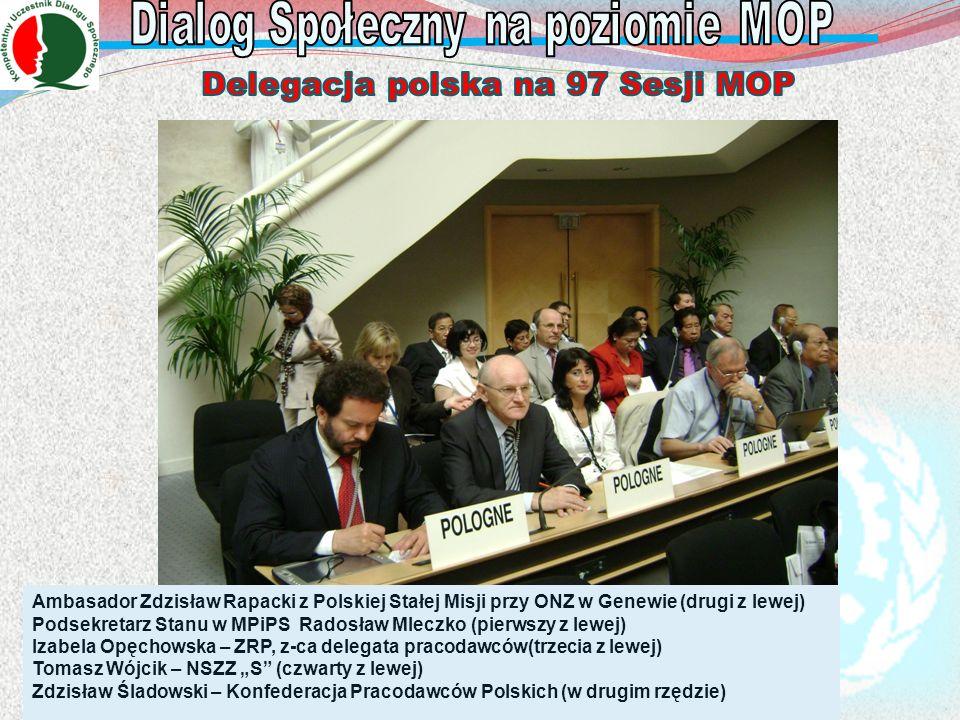 Ambasador Zdzisław Rapacki z Polskiej Stałej Misji przy ONZ w Genewie (drugi z lewej) Podsekretarz Stanu w MPiPS Radosław Mleczko (pierwszy z lewej) I