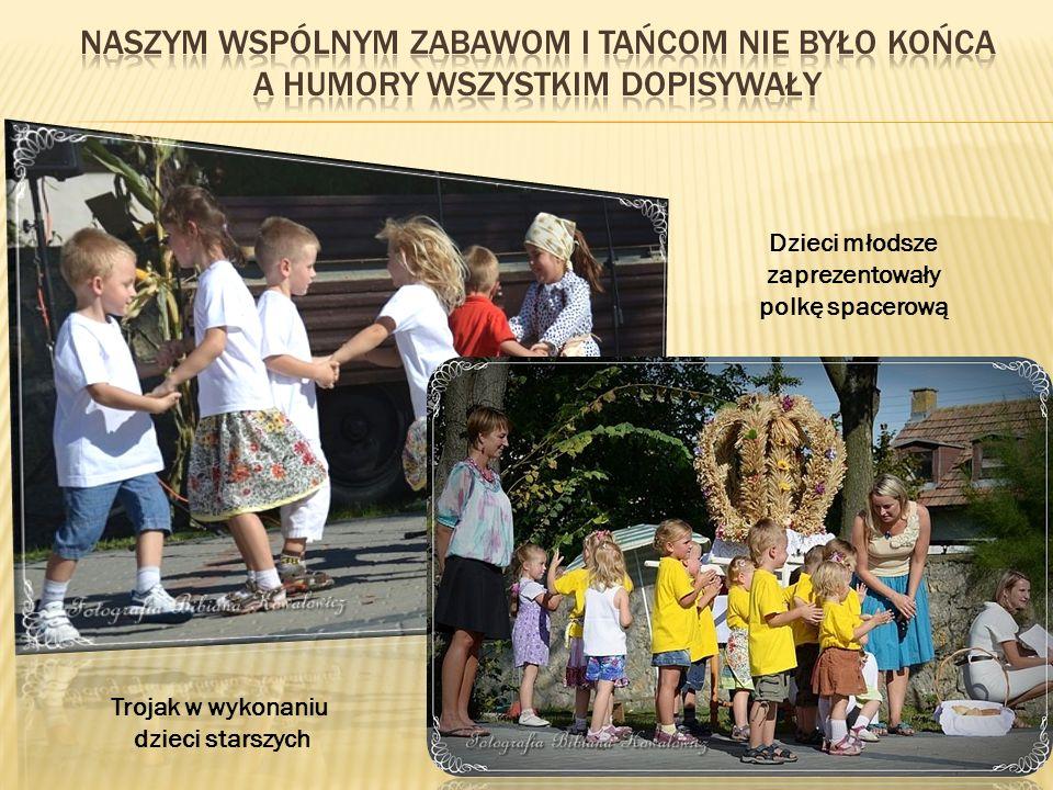 Dzieci młodsze zaprezentowały polkę spacerową Trojak w wykonaniu dzieci starszych