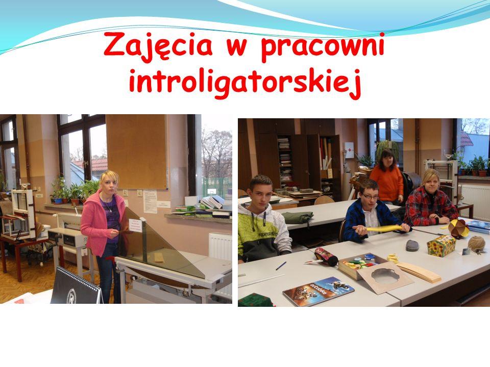 Zajęcia w pracowni introligatorskiej