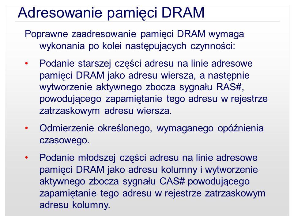 Poprawne zaadresowanie pamięci DRAM wymaga wykonania po kolei następujących czynności: Podanie starszej części adresu na linie adresowe pamięci DRAM j