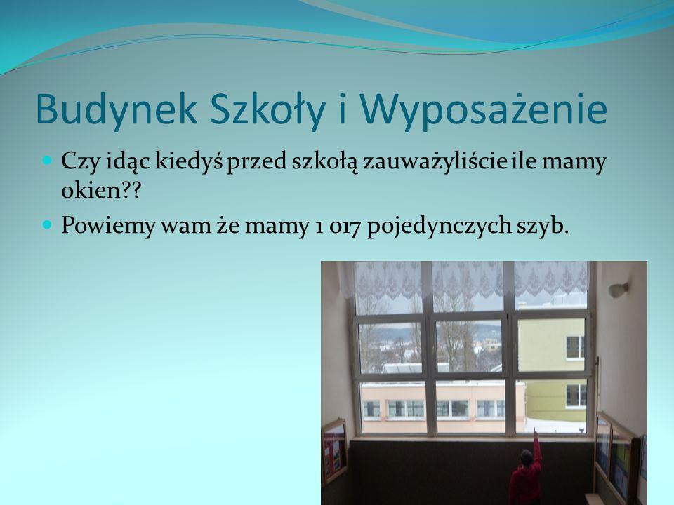 Budynek Szkoły i Wyposażenie Czy idąc kiedyś przed szkołą zauważyliście ile mamy okien?? Powiemy wam że mamy 1 017 pojedynczych szyb.