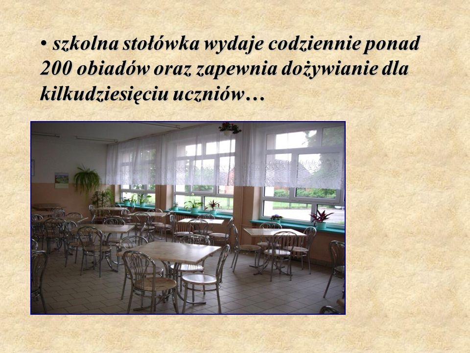 szkolna stołówka wydaje codziennie ponad 200 obiadów oraz zapewnia dożywianie dla kilkudziesięciu uczniów… szkolna stołówka wydaje codziennie ponad 20