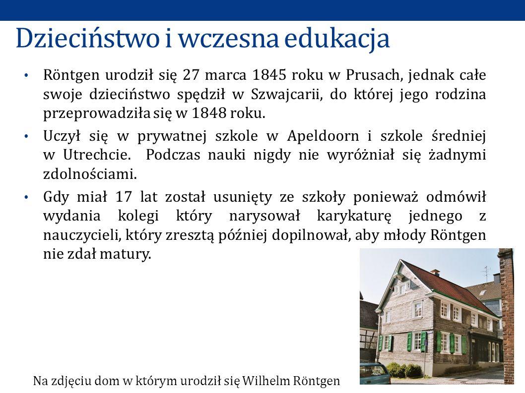 Dzieciństwo i wczesna edukacja Röntgen urodził się 27 marca 1845 roku w Prusach, jednak całe swoje dzieciństwo spędził w Szwajcarii, do której jego rodzina przeprowadziła się w 1848 roku.