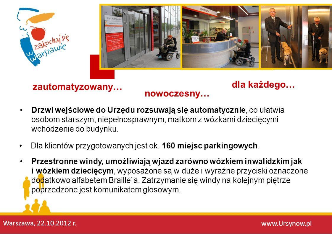 Drzwi wejściowe do Urzędu rozsuwają się automatycznie, co ułatwia osobom starszym, niepełnosprawnym, matkom z wózkami dziecięcymi wchodzenie do budynk