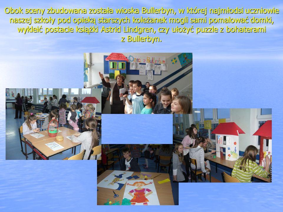 Obok sceny zbudowana została wioska Bullerbyn, w której najmłodsi uczniowie naszej szkoły pod opieką starszych koleżanek mogli sami pomalować domki, w