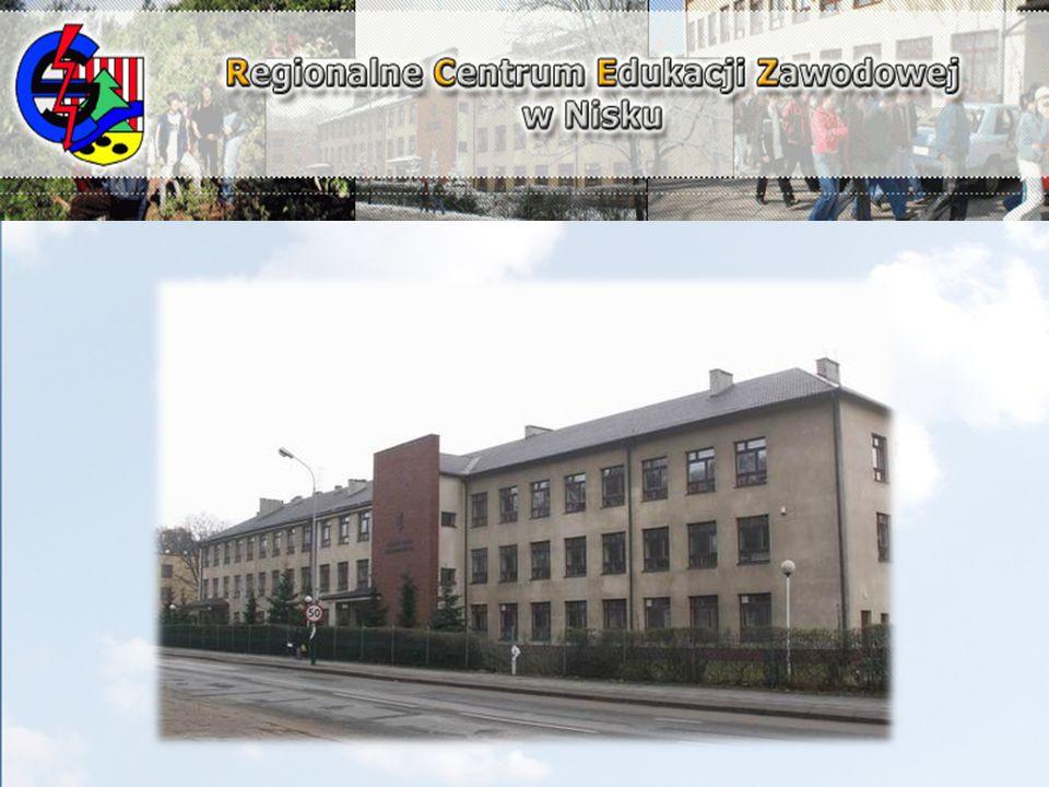 szansa zdobycia atrakcyjnego zawodu poszukiwanego na rynku pracy w Polsce i UE; nowoczesna baza dydaktyczna, dobrze wyposażone pracownie specjalistyczne; szkoła z tradycją w kształceniu w zawodach elektrycznych, elektronicznych i informatycznych; absolwenci RCEZ kontynuują naukę na najbardziej atrakcyjnych kierunkach renomowanych uczelni; twórcza, kreatywna i doświadczona kadra nauczycieli; dobra, przyjazna rozwojowi ucznia atmosfera w szkole;