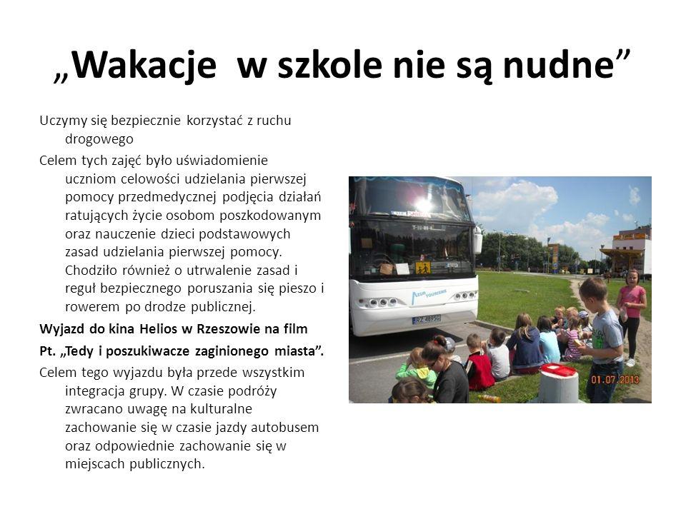 Wakacje w szkole nie są nudne Uczymy się bezpiecznie korzystać z ruchu drogowego Celem tych zajęć było uświadomienie uczniom celowości udzielania pier