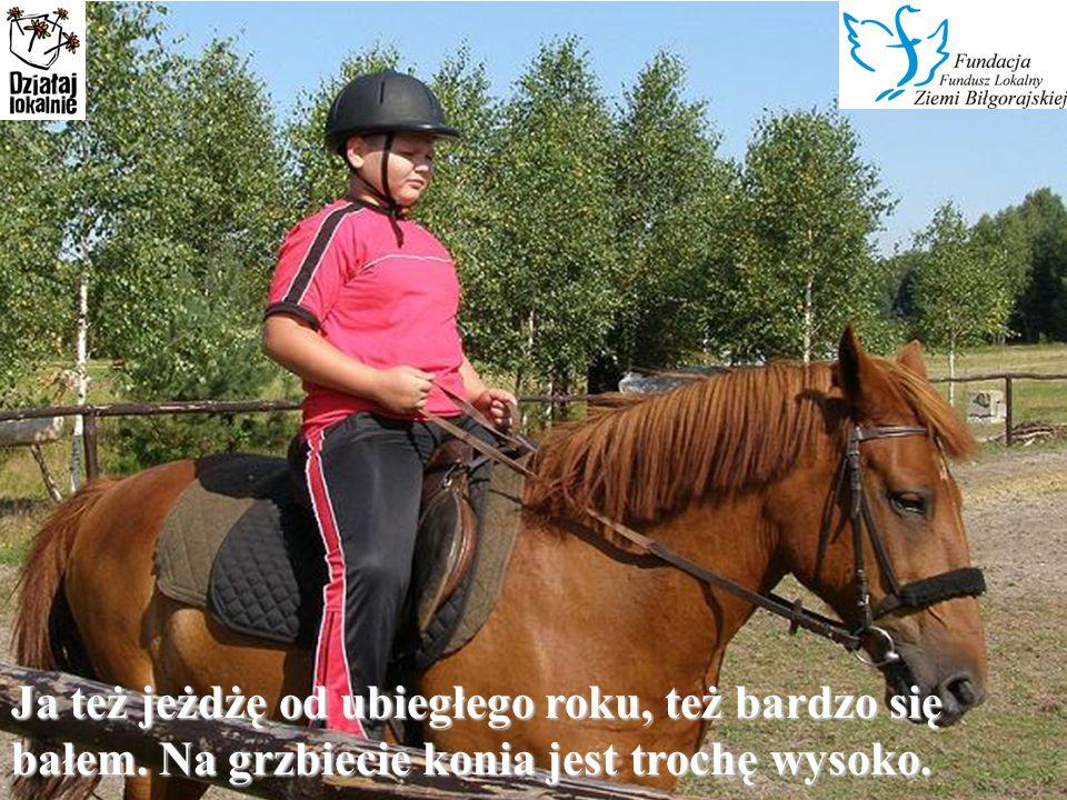 Mam na imię Dominika.Od ubiegłego roku uczę się jeździć konno.