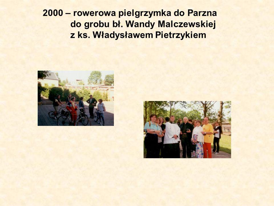 2000 – rowerowa pielgrzymka do Parzna do grobu bł. Wandy Malczewskiej z ks. Władysławem Pietrzykiem