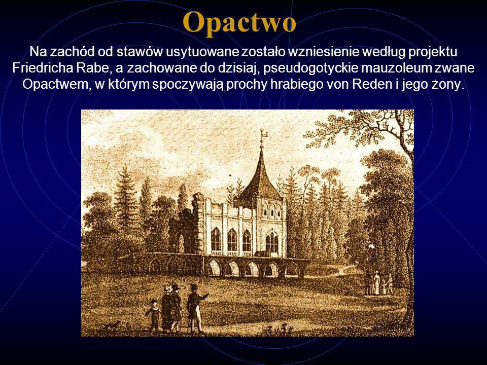 Opactwo Na zachód od stawów usytuowane zostało wzniesienie według projektu Friedricha Rabe, a zachowane do dzisiaj, pseudogotyckie mauzoleum zwane Opa