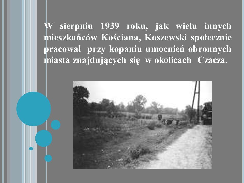 W sierpniu 1939 roku, jak wielu innych mieszkańców Kościana, Koszewski społecznie pracował przy kopaniu umocnień obronnych miasta znajdujących się w o