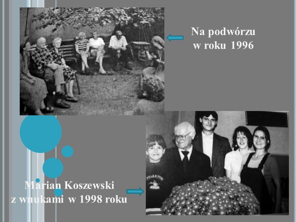 Marian Koszewski z wnukami w 1998 roku Na podwórzu w roku 1996