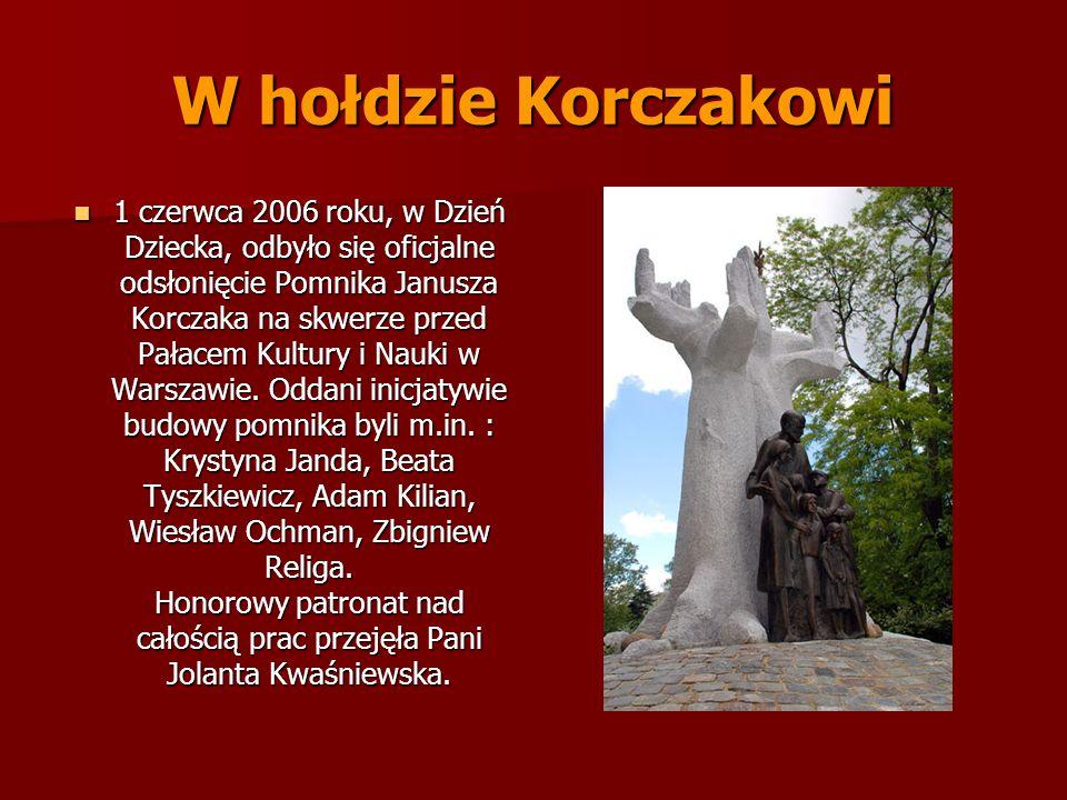 W hołdzie Korczakowi 1 czerwca 2006 roku, w Dzień Dziecka, odbyło się oficjalne odsłonięcie Pomnika Janusza Korczaka na skwerze przed Pałacem Kultury