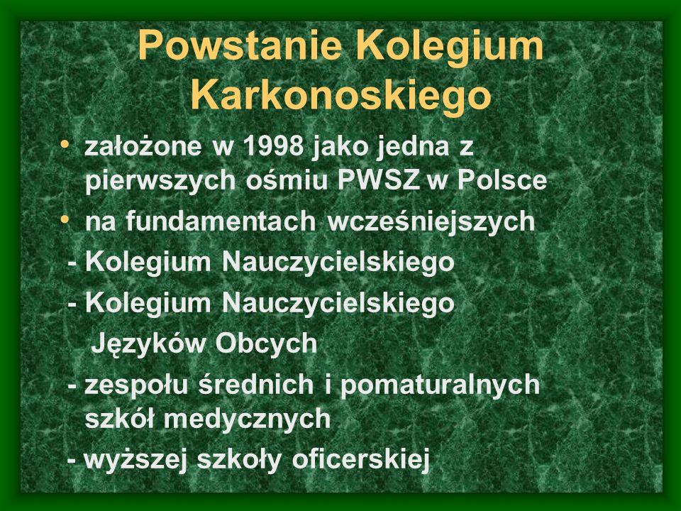 Powstanie Kolegium Karkonoskiego założone w 1998 jako jedna z pierwszych ośmiu PWSZ w Polsce na fundamentach wcześniejszych - Kolegium Nauczycielskieg