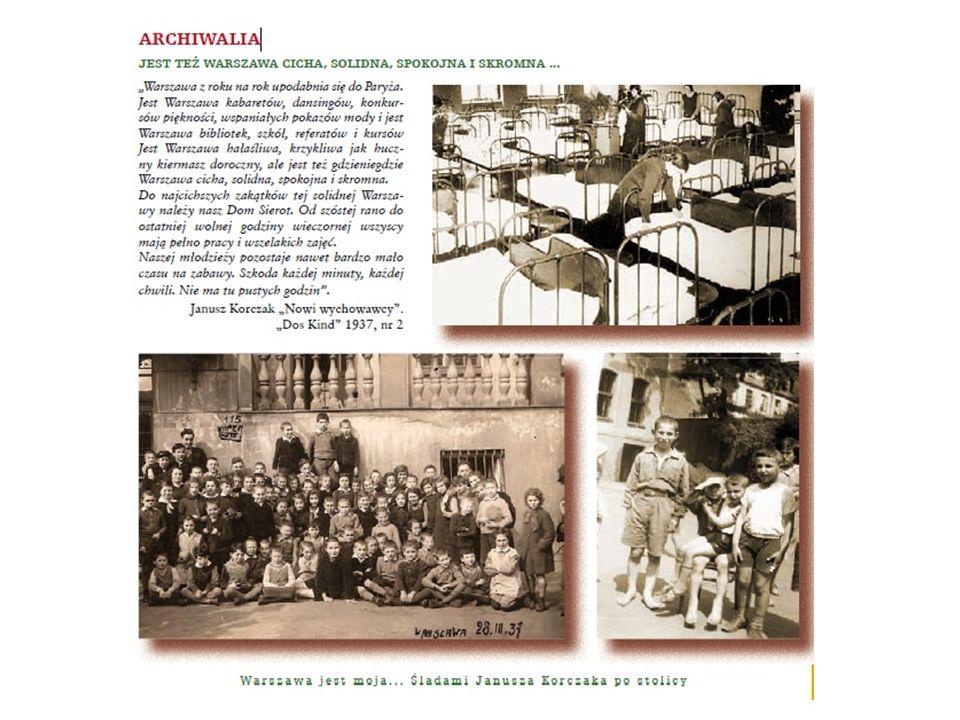 Korczak przed Domem Sierot ze współpracownikami Małego Przeglądu , początek lat 30.