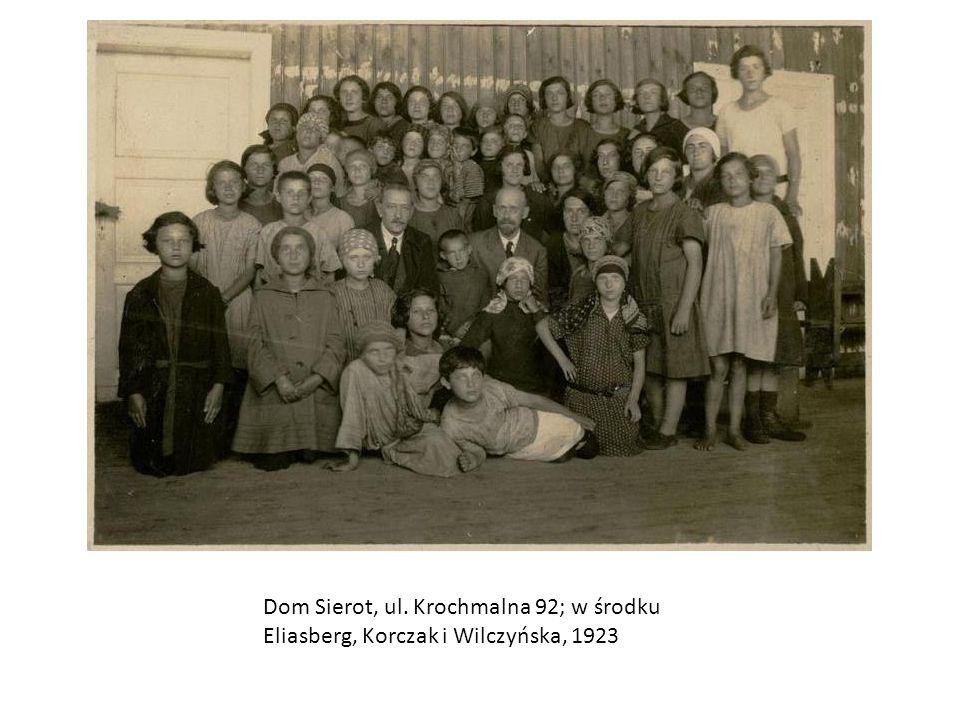 Korczak wśród bursistów Naszego Domu i studentów PIPS-u, warszawskie Pola Bielańskie, 1933