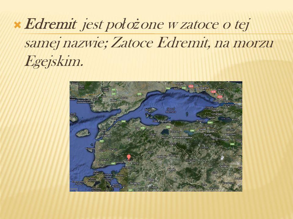 Edremit jest po ł o ż one w zatoce o tej samej nazwie; Zatoce Edremit, na morzu Egejskim.