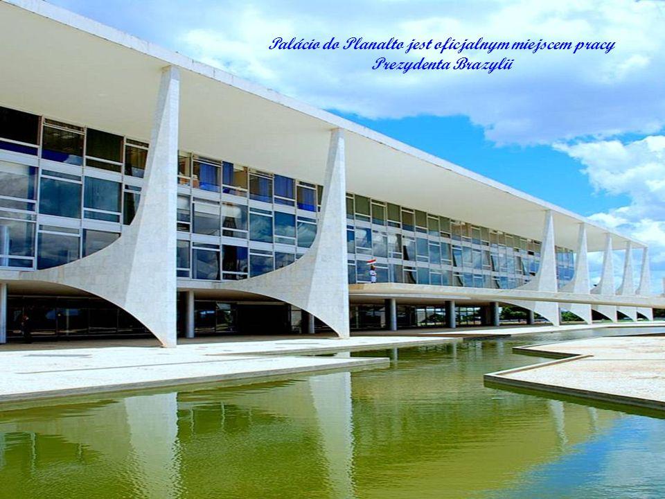 Odległo ś ci São Paulo: 1,020 km (630 mi); Rio de Janeiro: 1,160 km (720 mi); Salvador: 1,540 km (960 mi); Florianópolis: 1,700 km (1,100 mi); Porto A