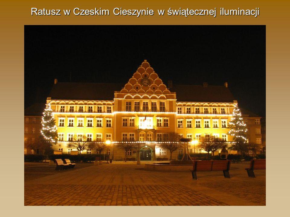 Ratusz w Czeskim Cieszynie w świątecznej iluminacji